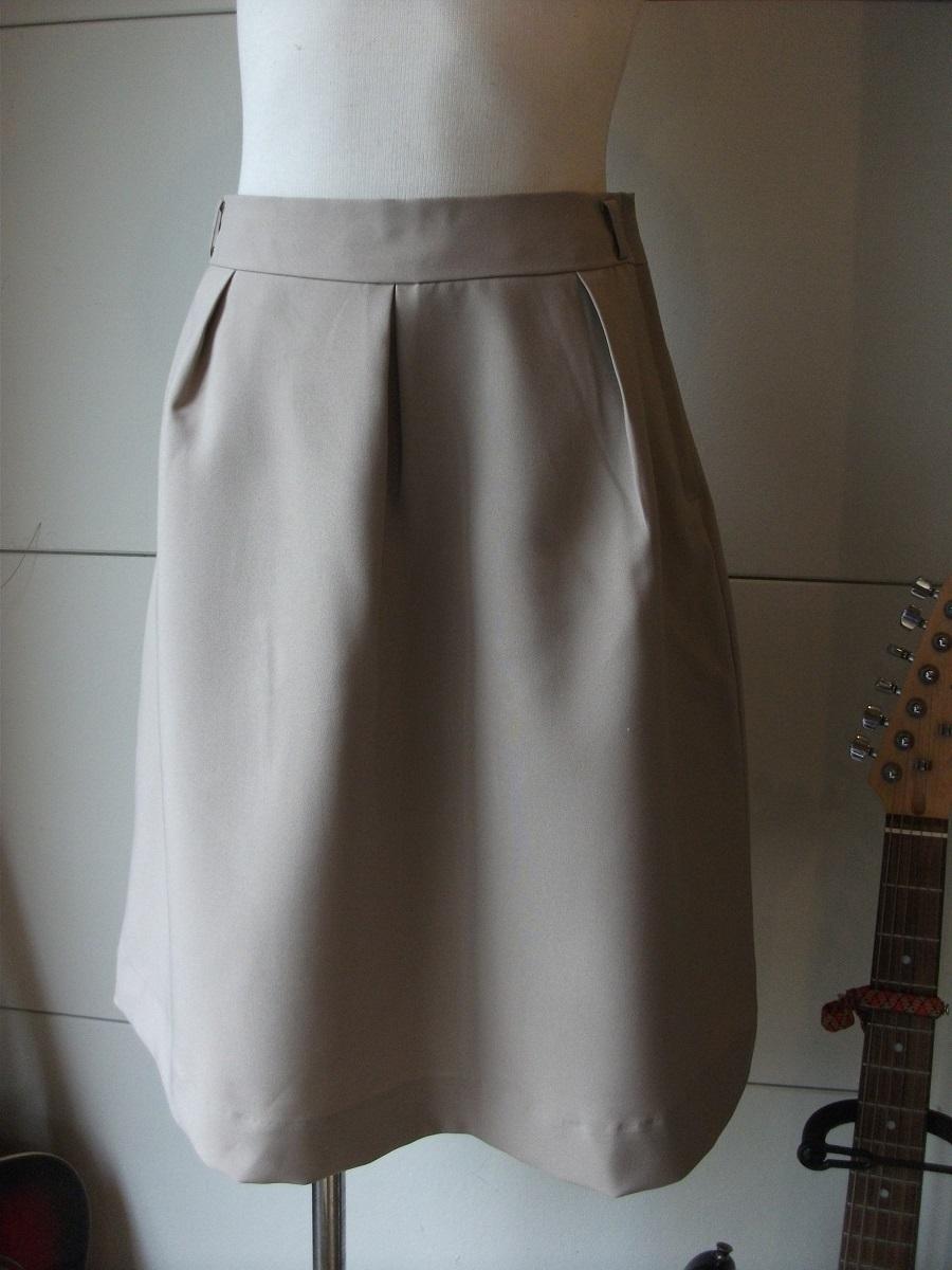 新品 W67㎝ 洗えます ソフトなプリーツスカート オールシーズン着用可 ベージュ 通勤・ビジネス Wa88_画像2
