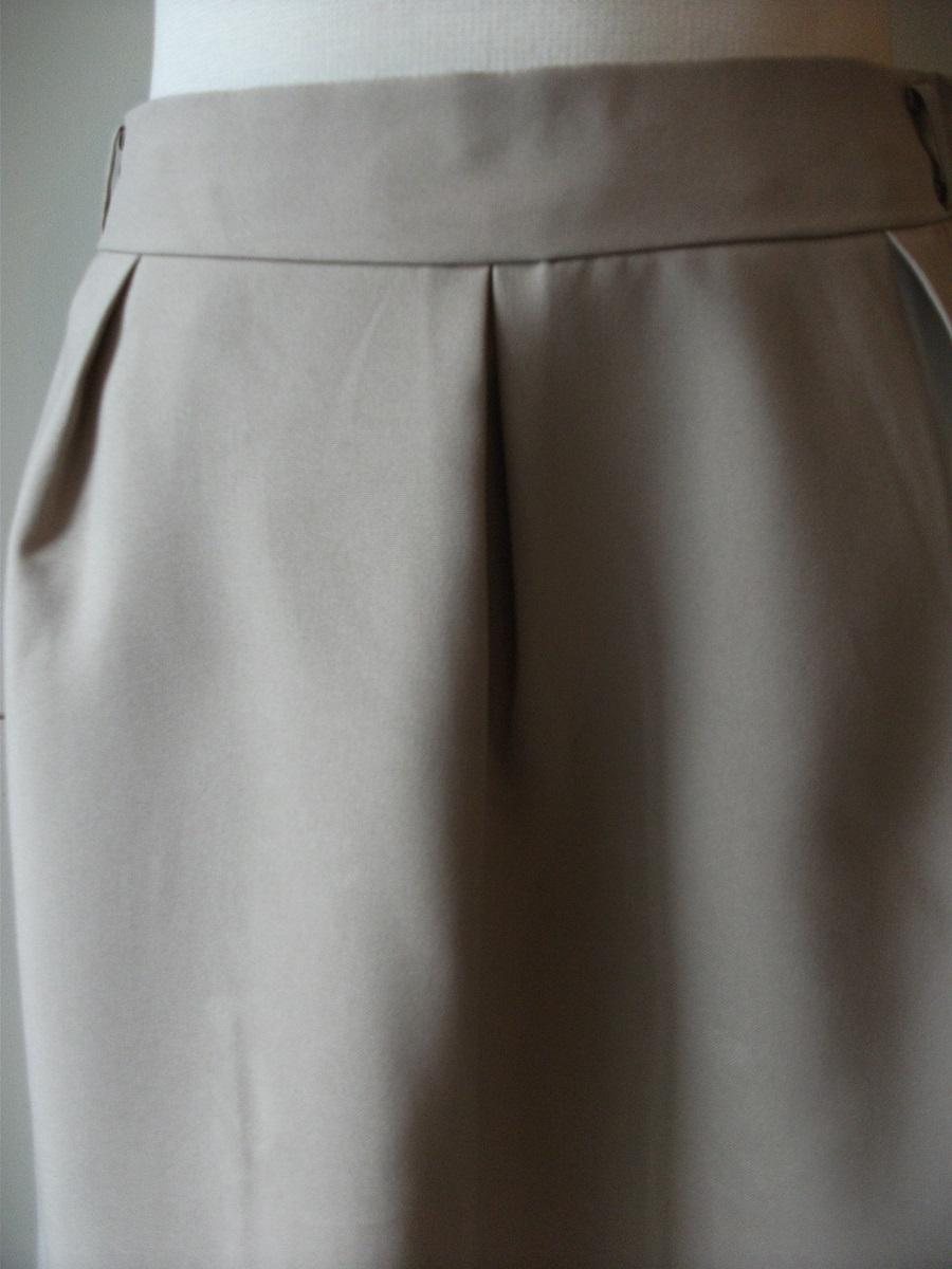 新品 W67㎝ 洗えます ソフトなプリーツスカート オールシーズン着用可 ベージュ 通勤・ビジネス Wa88_画像3