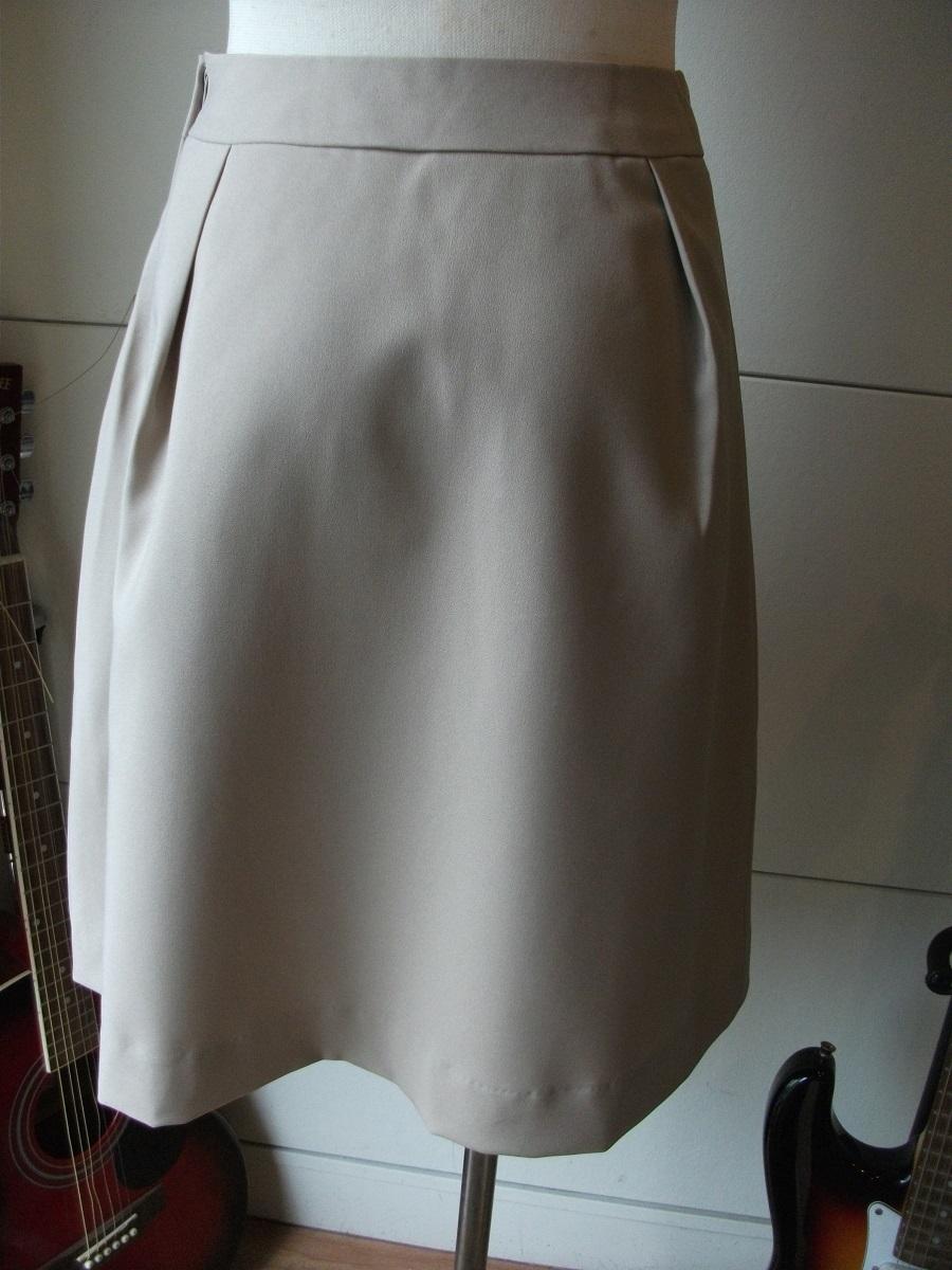 新品 W67㎝ 洗えます ソフトなプリーツスカート オールシーズン着用可 ベージュ 通勤・ビジネス Wa88_画像4