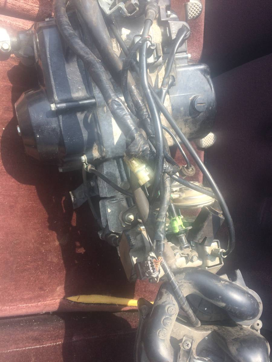早期終了相談可 スーパーカブ AA01 FI 50cc 走行距離1万キロ程のエンジンASSY ハーネス ECU インジェクター等完備 実働外し 動画撮影済み_画像4