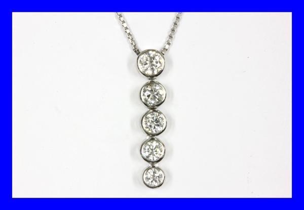 ●新品同様 プラチナ 5連ダイヤ ペンダントネックレス NAC2_画像1