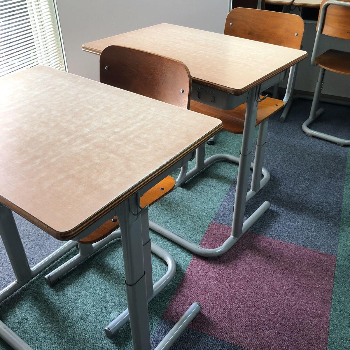 学習塾、学校用学習机と椅子 2組