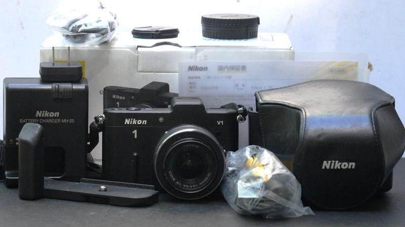 ミラーレス一眼◆ニコン-1◆V1◆VRズームレンズ10-30mm◆元箱◆付属品多数◆美品◆18-07-03-16