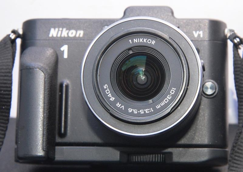 ミラーレス一眼◆ニコン-1◆V1◆VRズームレンズ10-30mm◆元箱◆付属品多数◆美品◆18-07-03-16_画像2