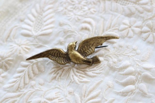 【ベルギー】真鍮製 鳩(はと)のブローチ