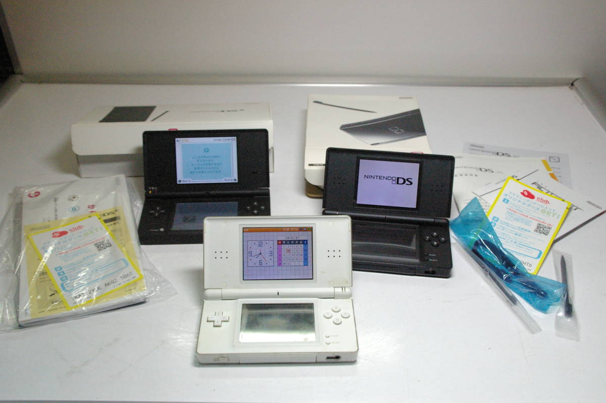 ニンテンドーDSi DS LIGHT 白と黒 ソフト約35タイトルまとめて!