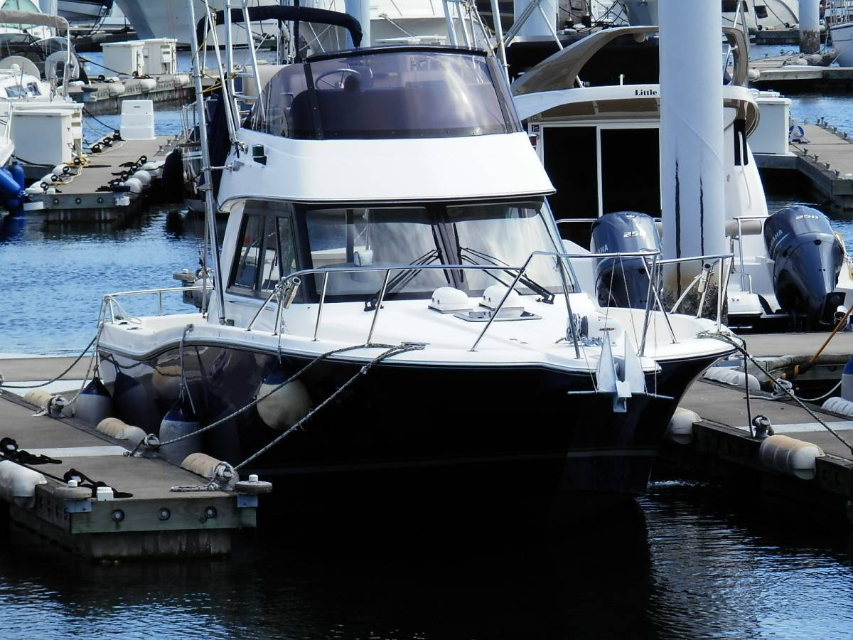 ヤマハ Y31 コンバーチブル シャフト船 ワンオーナー 使用時間 796時間 発電機エアコン付き 美艇です。