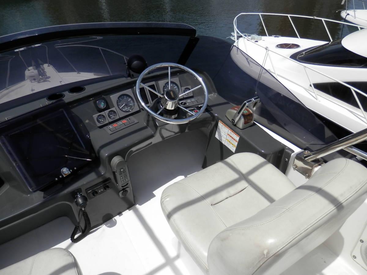 ヤマハ Y31 コンバーチブル シャフト船 ワンオーナー 使用時間 796時間 発電機エアコン付き 美艇です。_画像10