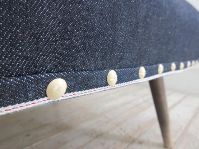 張替済!古い木味のセルビッチデニム張り一人掛ソファE128    アンティーク椅子店舗什器カフェ什器古家具赤耳_画像9