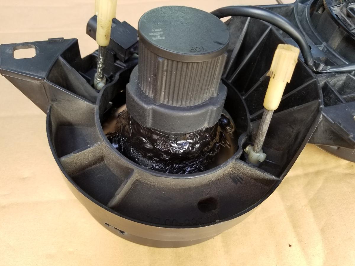 BMWE30ヘラ製ブラックヘッドライト中古パーツジャンク品_画像3