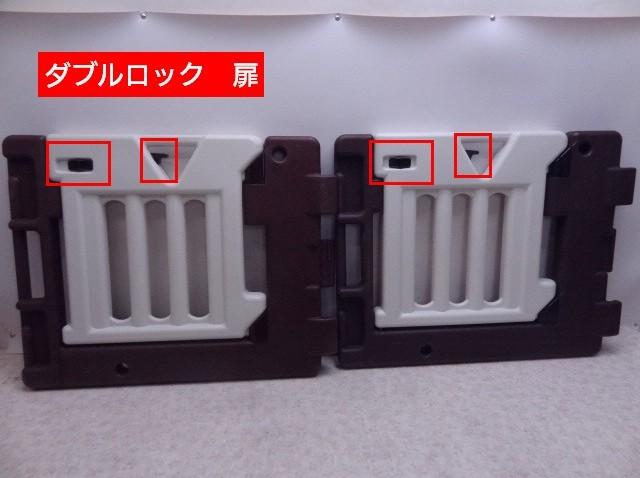 扉は安心のダブルロック。茶色枠にキズあり