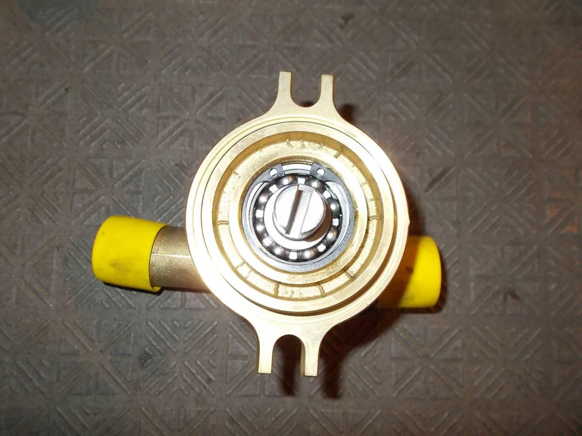 <VOLVOV・ペンタ> AD31・41 ディーゼルエンジン用 純正海水ポンプ 品番3583115 新品_画像2