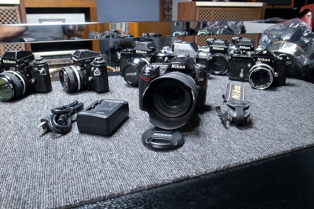 Nikon ニコン D90 デジタル一眼レフカメラ 6月カメラ修理専門店にてセンサー清掃動作チェック済み シグマ EX DC HSM 30mm1.4付