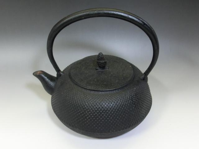 鉄瓶■アラレ 茶瓶 急須 松ぼっくり摘み 大きい 大振り お茶道具 骨董品 古美術■_画像4