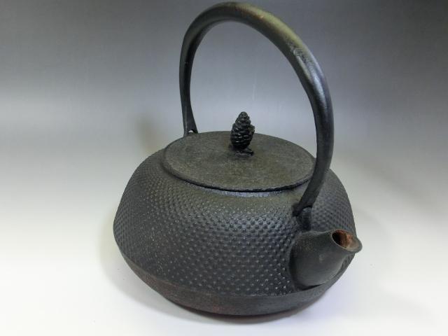 鉄瓶■アラレ 茶瓶 急須 松ぼっくり摘み 大きい 大振り お茶道具 骨董品 古美術■_画像5
