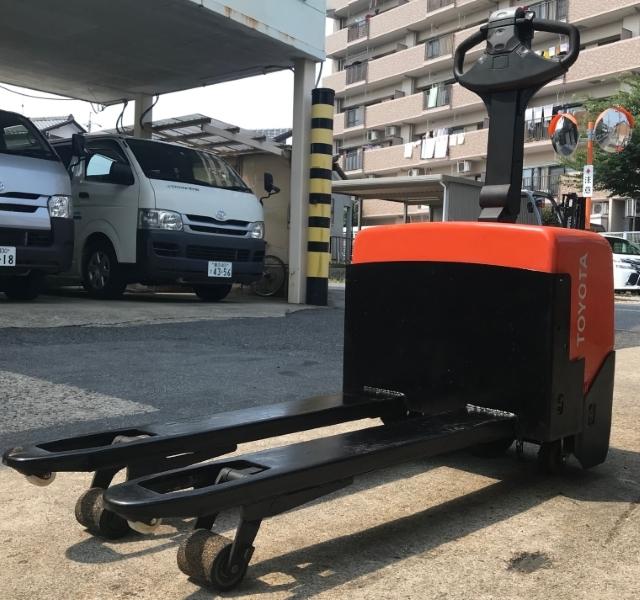 格安!トヨタ 電動 ハンドリフト パレットトラック バッテリー式 1300㎏ 中古 フォークリフト