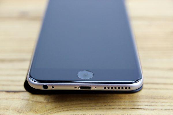 Q003 ★1円~ 超美品 使用少 ソフトバンク iPhone 6 Plus 16GB A1524 スペースグレイ レザーケース付き softbank ◎907_画像4