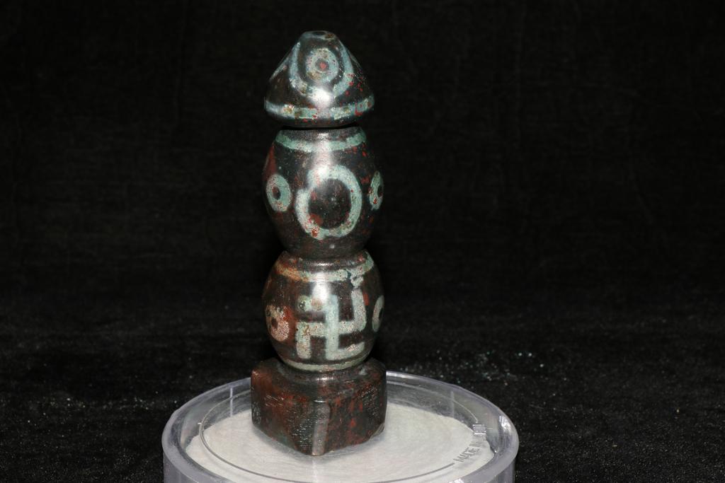 天珠 チベット収集 瑪瑙製 日月星 卍紋 天珠塔 天玉 仏珠 法器 置物 風水 開運 希少珍品唐物_画像1