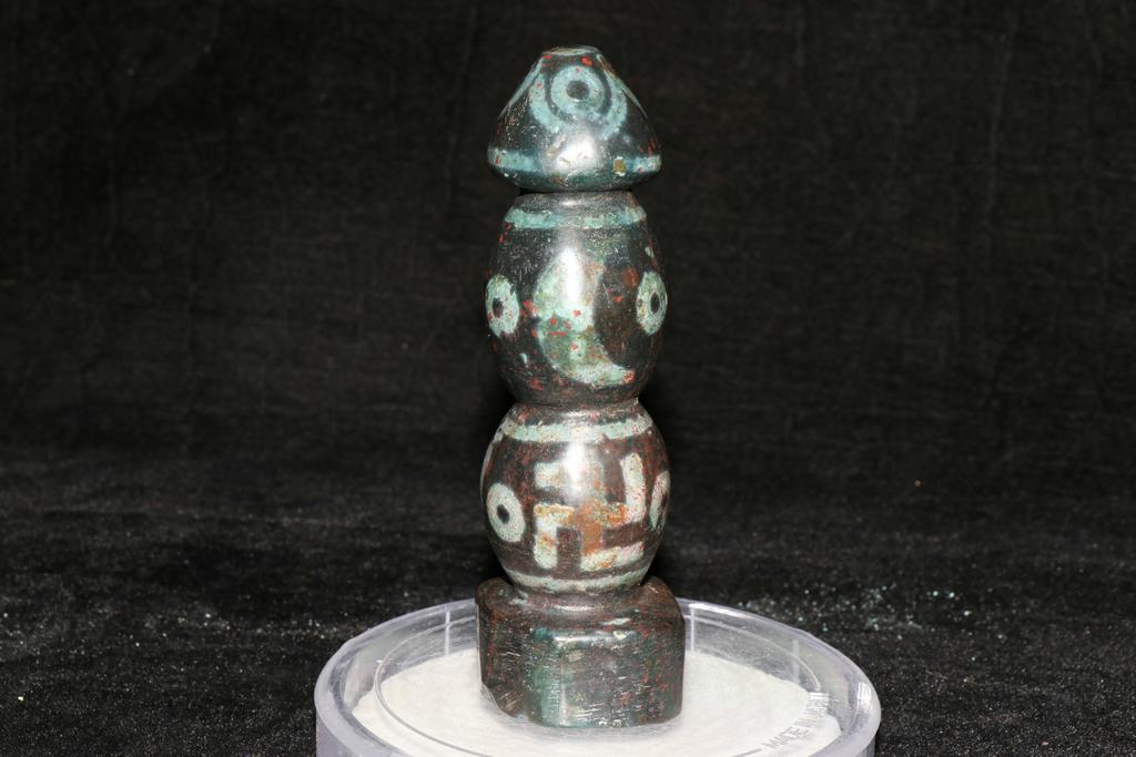 天珠 チベット収集 瑪瑙製 日月星 卍紋 天珠塔 天玉 仏珠 法器 置物 風水 開運 希少珍品唐物_画像2