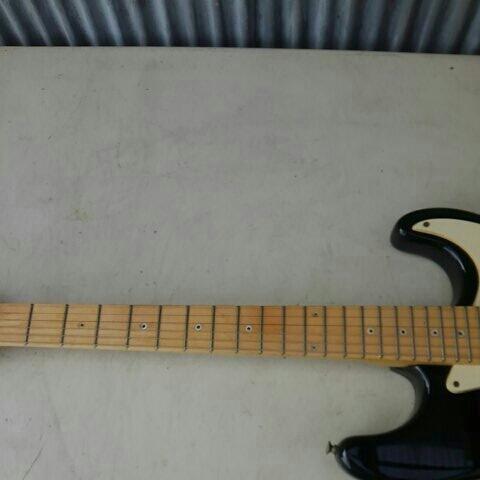 詳細不明 LED内蔵 バーズアイネック エレキギター ストラトキャスター FENDER STRATOCASTER エリック・クラプトン Eric Clapton ブラッキー_画像4
