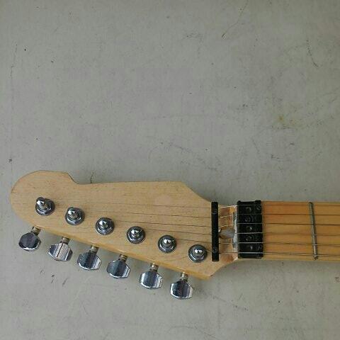 詳細不明 LED内蔵 バーズアイネック エレキギター ストラトキャスター FENDER STRATOCASTER エリック・クラプトン Eric Clapton ブラッキー_画像5