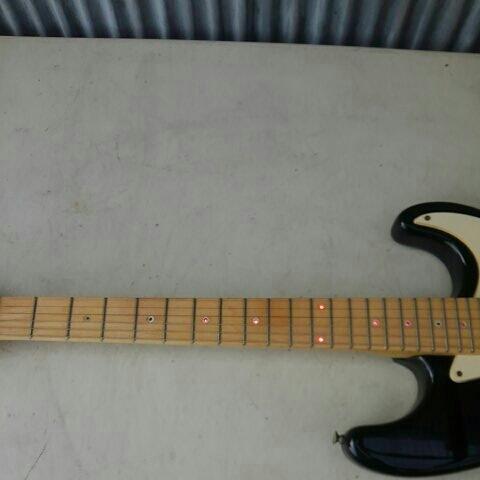 詳細不明 LED内蔵 バーズアイネック エレキギター ストラトキャスター FENDER STRATOCASTER エリック・クラプトン Eric Clapton ブラッキー_画像3