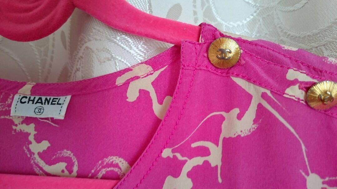 シャネル CHANEL 金ボタン付き ロゴ マーク ブラウス カメリア ピンク ホワイト 白 シャツ ワンピース_画像2