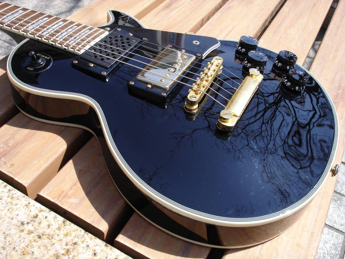 全体的に多少の使用感の有るギターです。