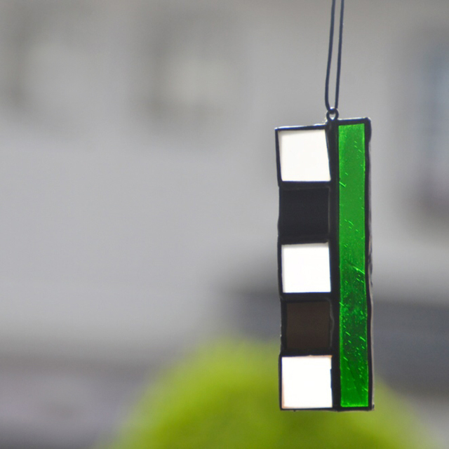 ハンドメイド 作品 ■ステンドグラス オーナメント■ ガラス サンキャッチャー 壁かけ 紐つき 長方形 クリスマス_画像1