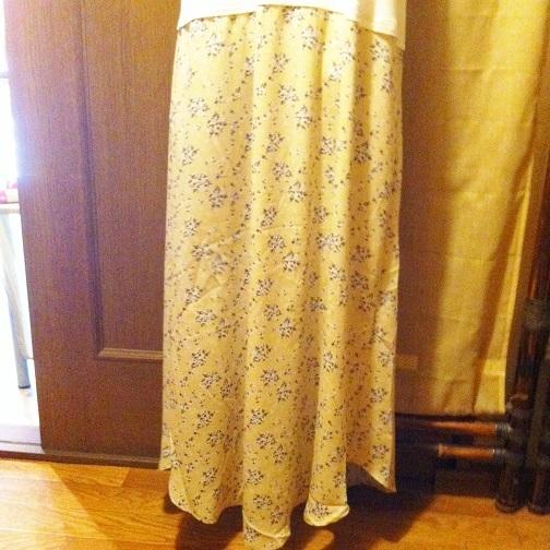 胸元レース×小花柄スカート ドッキングノースリーブロング丈ワンピースBE白×ベージュ マキシ丈 M-Lサイズ_画像3