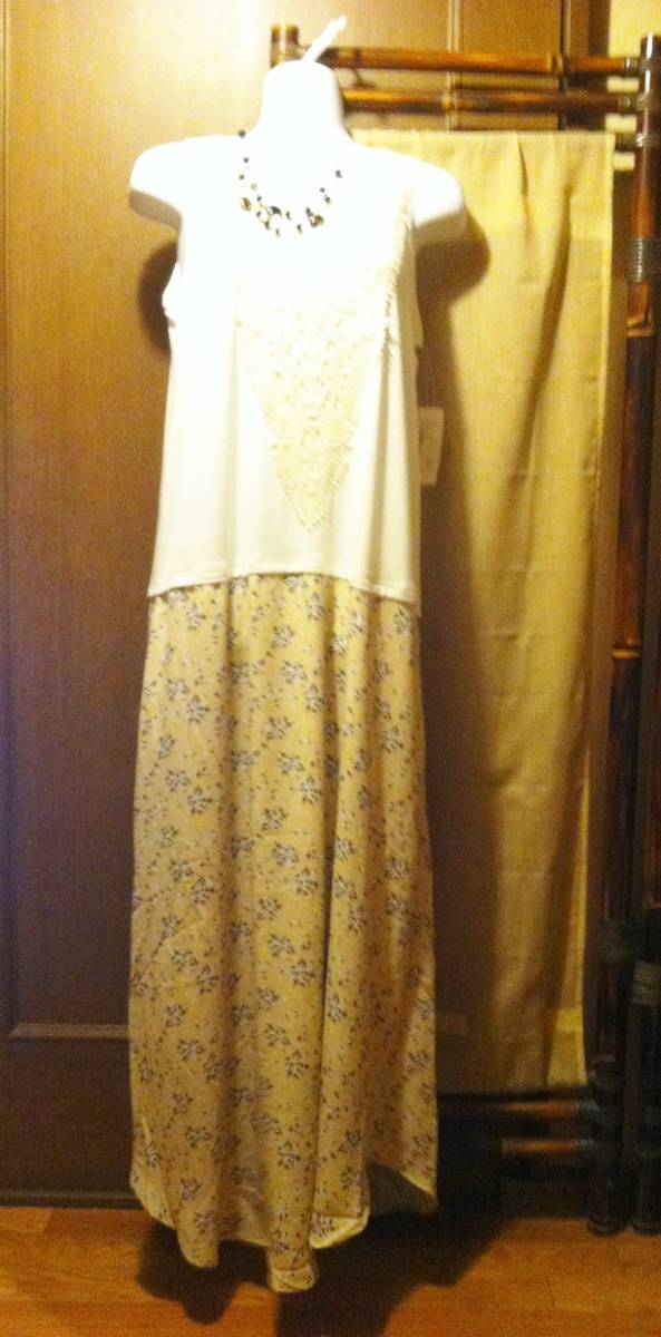 胸元レース×小花柄スカート ドッキングノースリーブロング丈ワンピースBE白×ベージュ マキシ丈 M-Lサイズ_画像5
