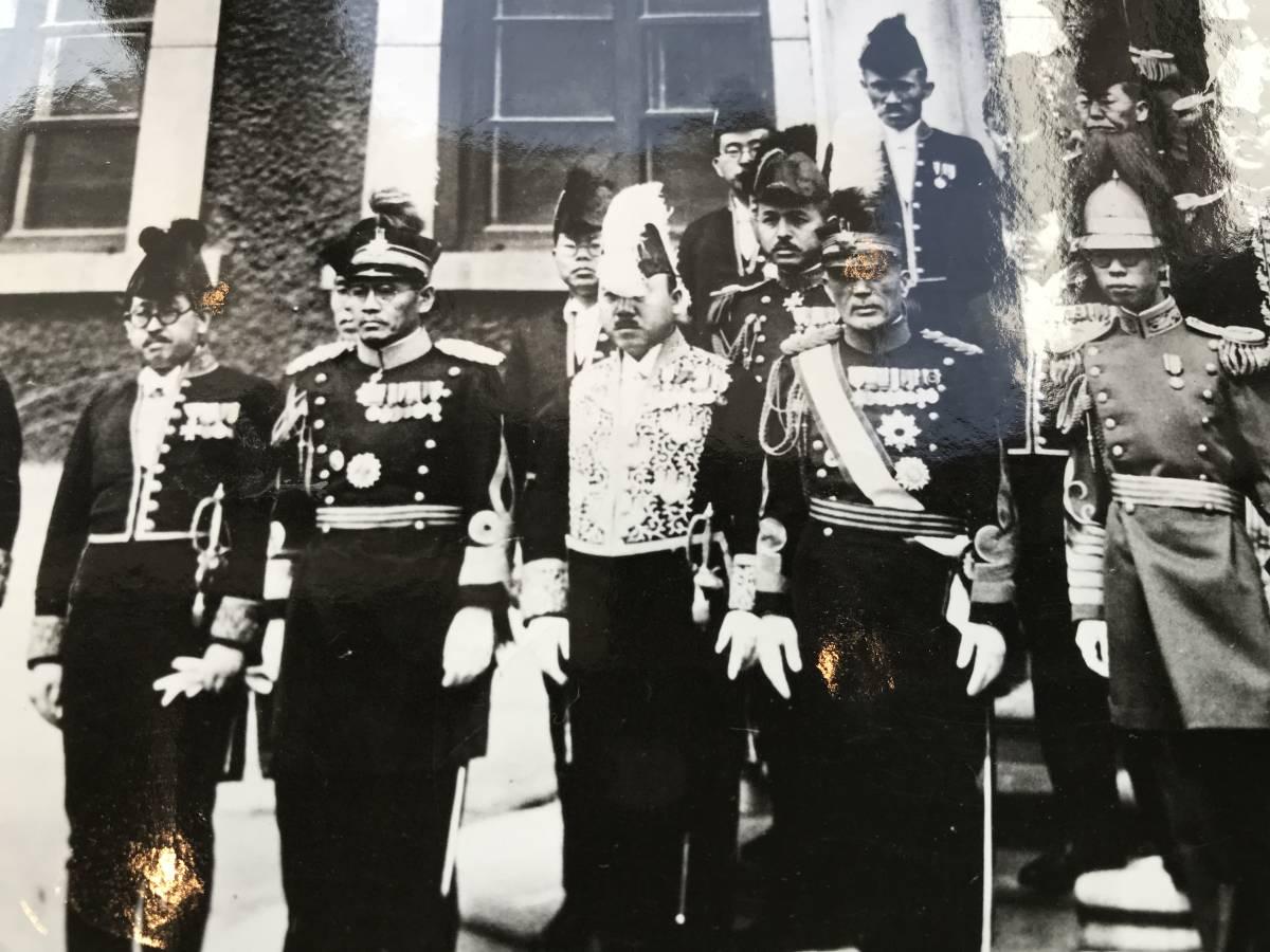 超入手困難 世界初出品【満州国皇帝 愛新覚羅・溥儀 歴史的貴重写真】1934年3月1日 満州国皇帝即位式直後の記念写真 菱刈隆 関東軍司令官_画像3