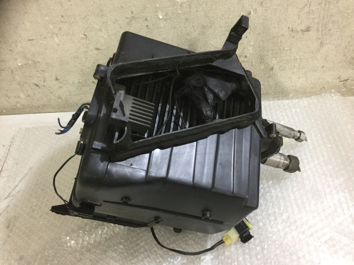 o188075427 スカイライン R32 純正 エアコン エバポレーター_画像1