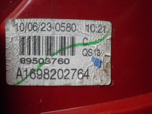 ベンツ A180 左テールランプ WDD1690322_画像4