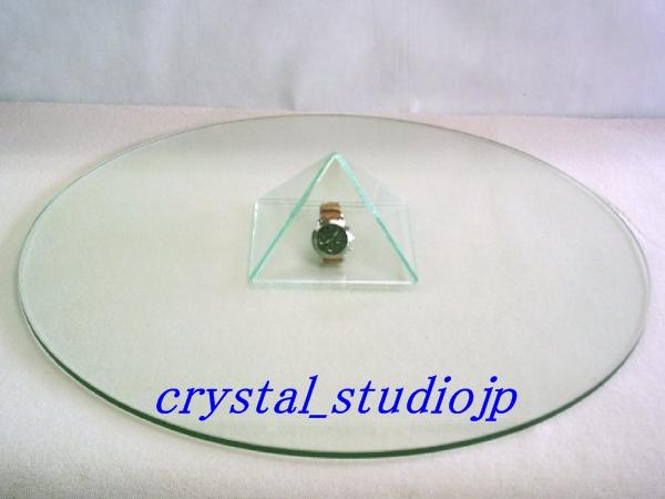 ☆ ガラス600∮ 使わなくなったタイヤ・ホイールなどをテーブルに!_腕時計とピラミッドを載せてみました。