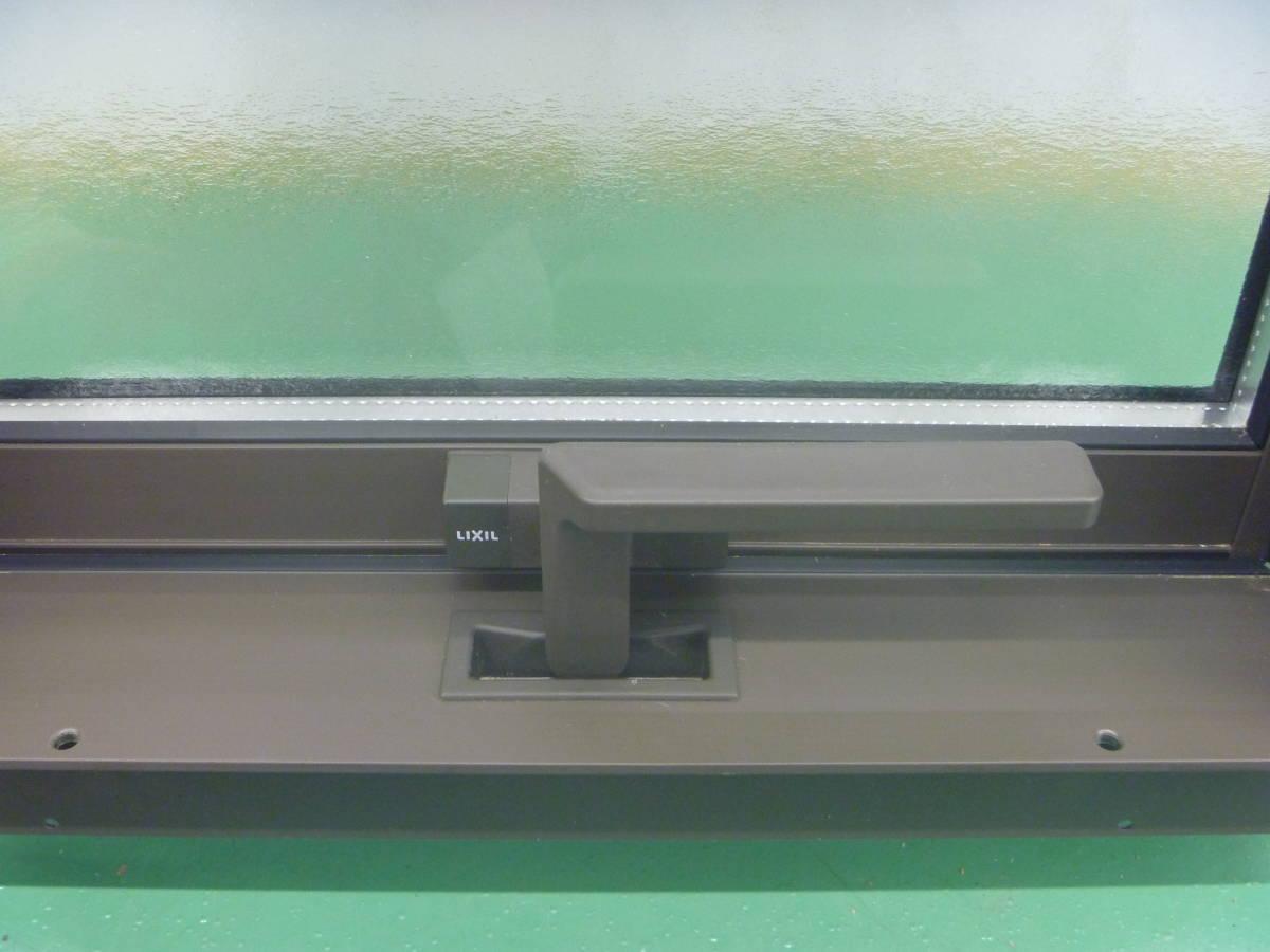 N081812 未使用 リクシル 横すべり出し窓カムラッチ サーモスL GG-03305-ARVV 枠付_画像4
