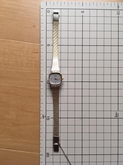 K836 良デザイン 美品 レア ヴィンテージ SUNLORD/サンロード PLAYTH 3針 コンビ グレー L7015 純正ブレス クオーツ レディース 腕時計_画像5