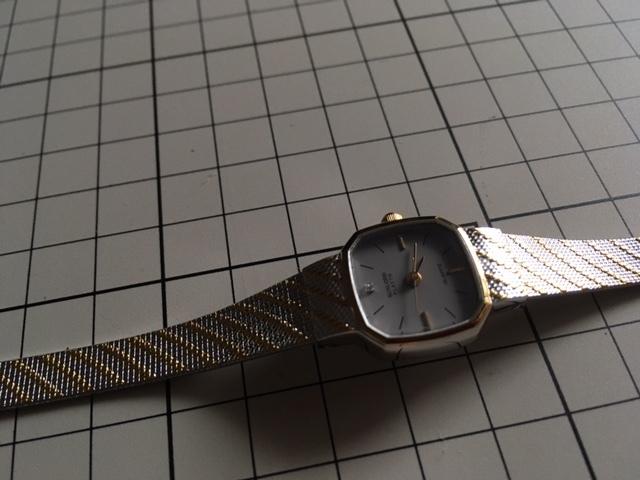 K836 良デザイン 美品 レア ヴィンテージ SUNLORD/サンロード PLAYTH 3針 コンビ グレー L7015 純正ブレス クオーツ レディース 腕時計_画像2
