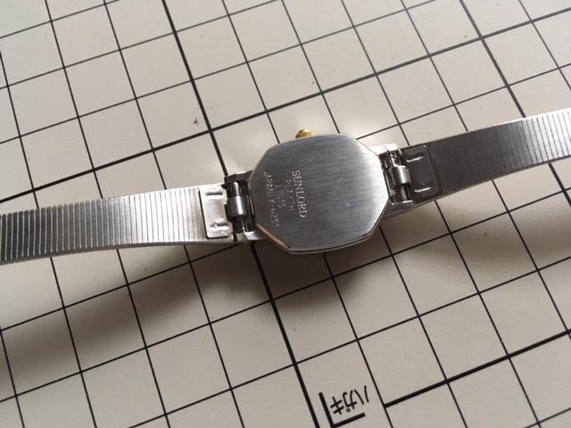 K836 良デザイン 美品 レア ヴィンテージ SUNLORD/サンロード PLAYTH 3針 コンビ グレー L7015 純正ブレス クオーツ レディース 腕時計_画像3