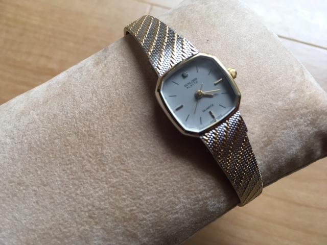 K836 良デザイン 美品 レア ヴィンテージ SUNLORD/サンロード PLAYTH 3針 コンビ グレー L7015 純正ブレス クオーツ レディース 腕時計_画像4