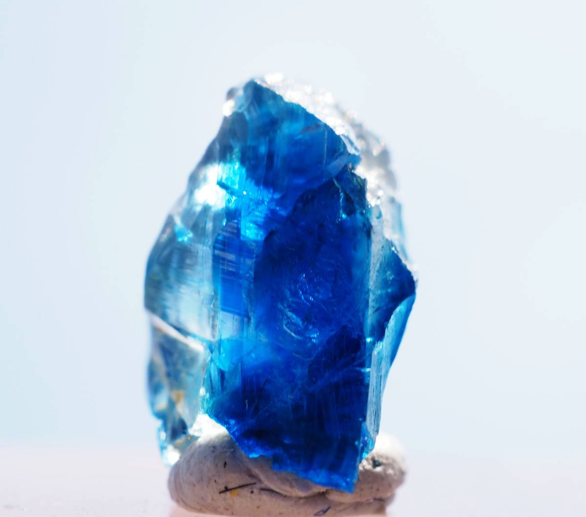 宝石質 ジンバブエ産 ユークレース ハイグレード 深く透明なブルーライン