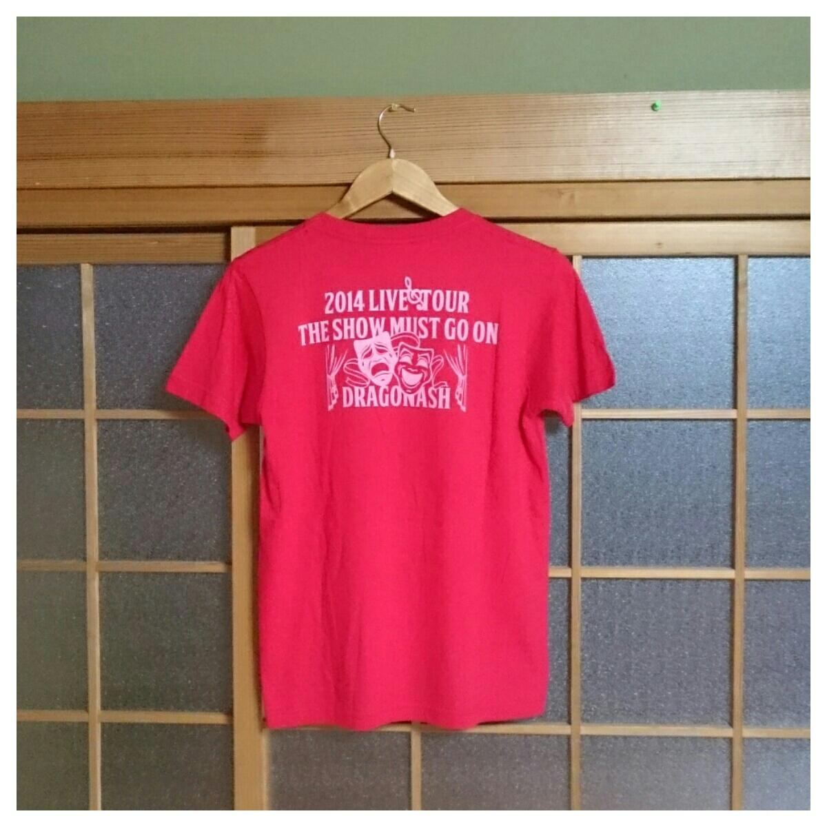 3 美品 DRAGON ASH ドラゴンアッシュ 2014 THE SHOW MUST GO ON ライブツアーTシャツ ロックT バンドT Sサイズ 赤_画像2