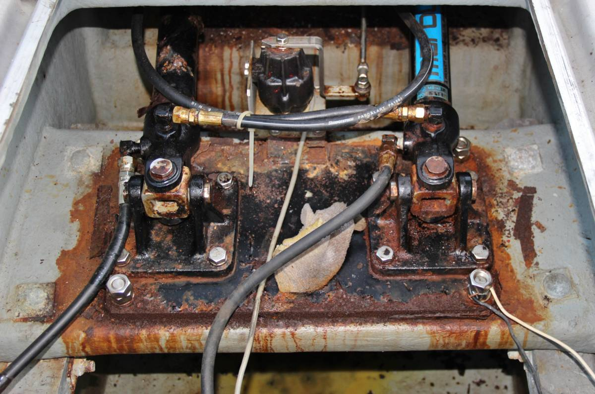 ヤンマー DE43F(あらしお) エンジンはいすゞUM6SD1TC搭載 平成8年進水_画像8