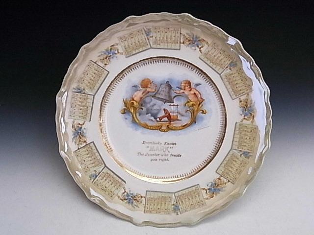 1910年 鐘を鳴らすエンジェル・カレンダー絵皿 ◆ 米国アンティーク_画像1