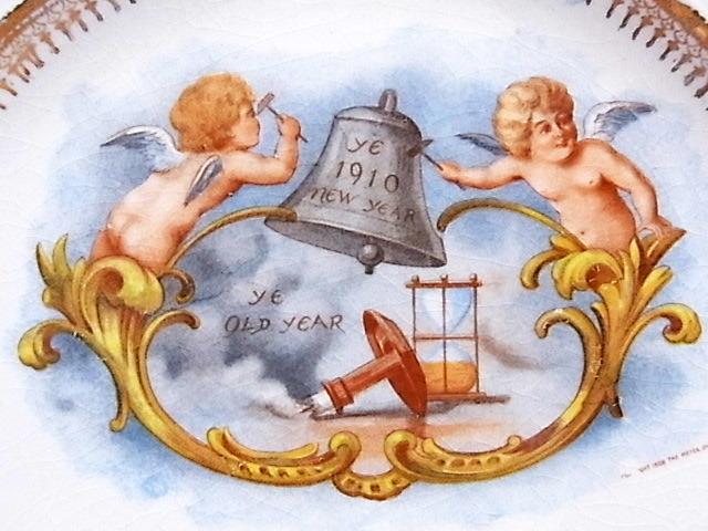 1910年 鐘を鳴らすエンジェル・カレンダー絵皿 ◆ 米国アンティーク_画像4