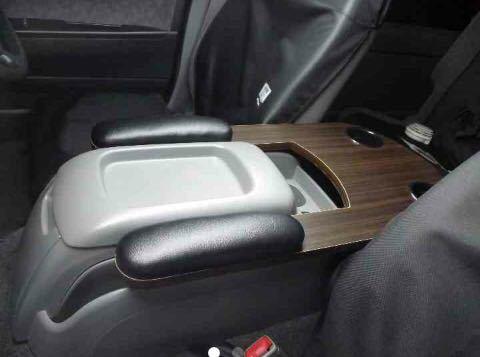 200系ハイエース 標準ボディー用 フロントシート用アームレスト&テーブル ブラックレザーマット&ゼブラ木目柄仕様