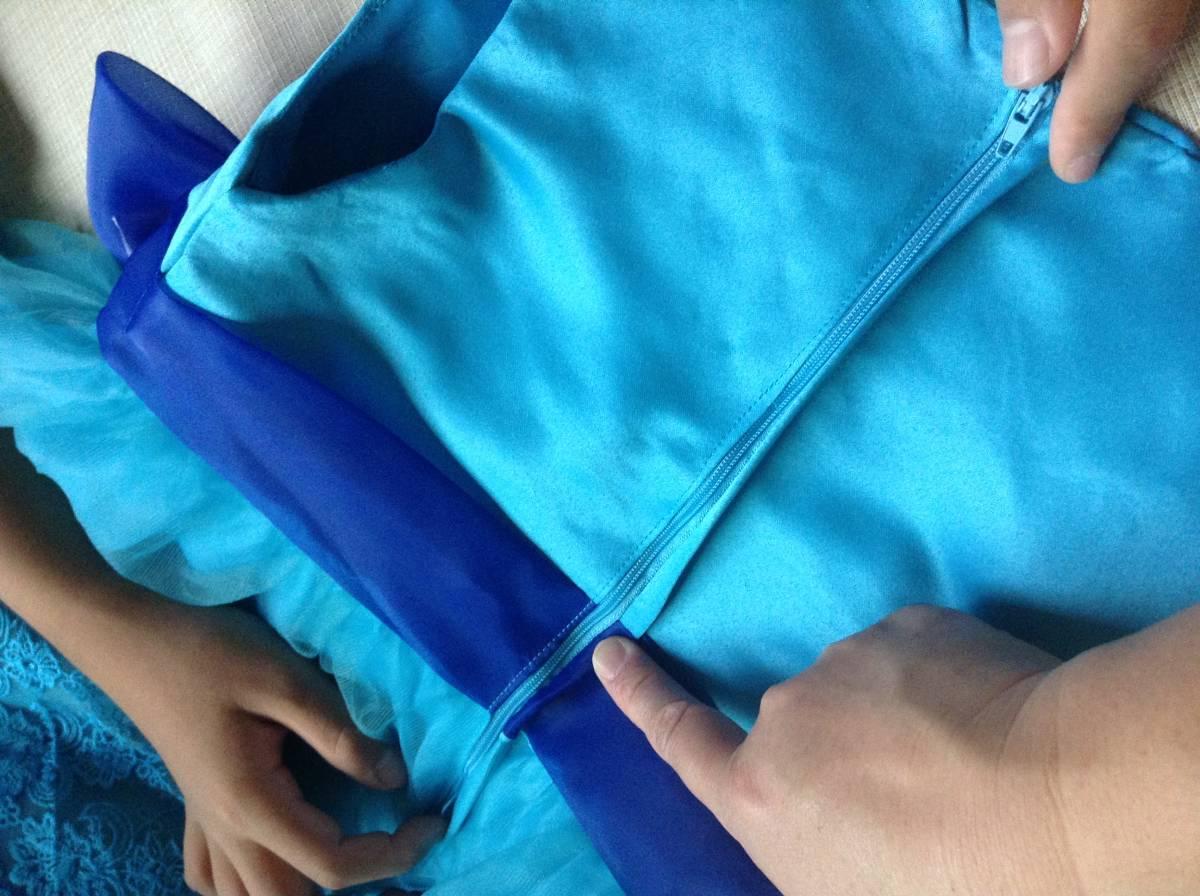 女の子用 ブルー(青色)のドレス(発表会向け) 130-135 未使用 試着のみ ひらひら かわいい リボン_画像9