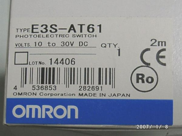現行品 2台組(標準価格34000円) オムロン製  赤色可視光 検出距離7m 透過型 光電スイッチ E3S-AT61 未使用品_外箱の型名表示部分の画像例です。