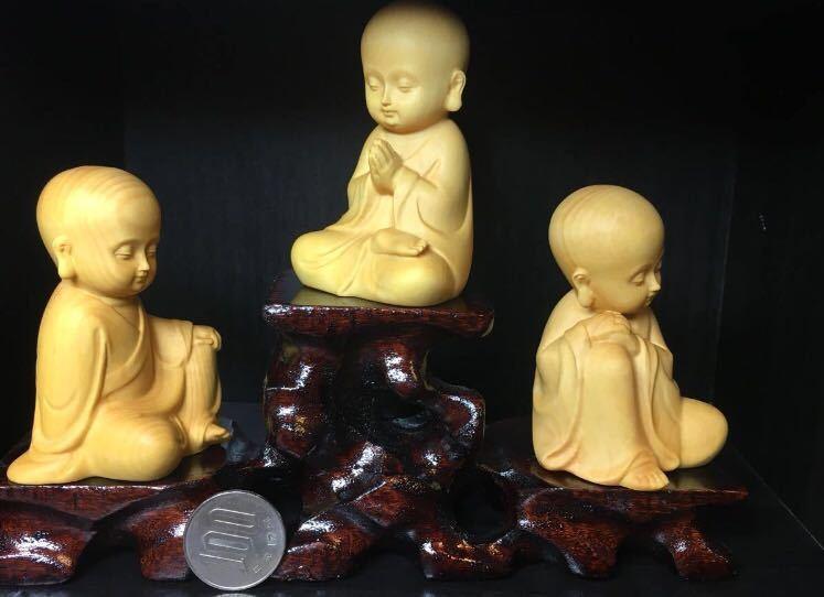 仏教美術 柘植 木彫り 木製 手のひらサイズ 癒し系 小僧 仏像 観音  置物 3点セット 木造台付き_画像6