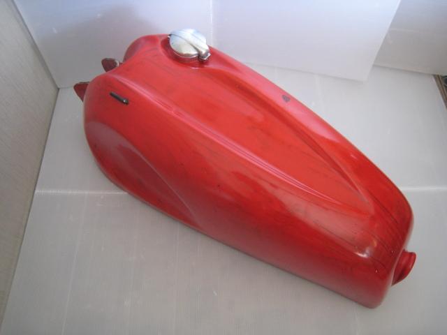 アエルマッキ・アラドーロS 250・350用 マン島TT仕様タイプのガソリンタンク